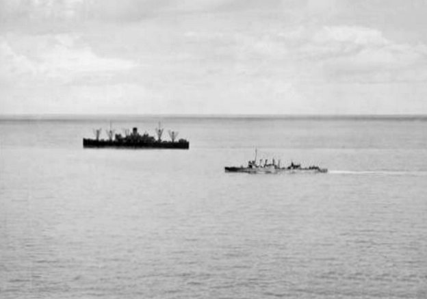 USS_Edsall_(DD-219)_and_USAT_Willard_A._Holbrook_off_Java_in_1942